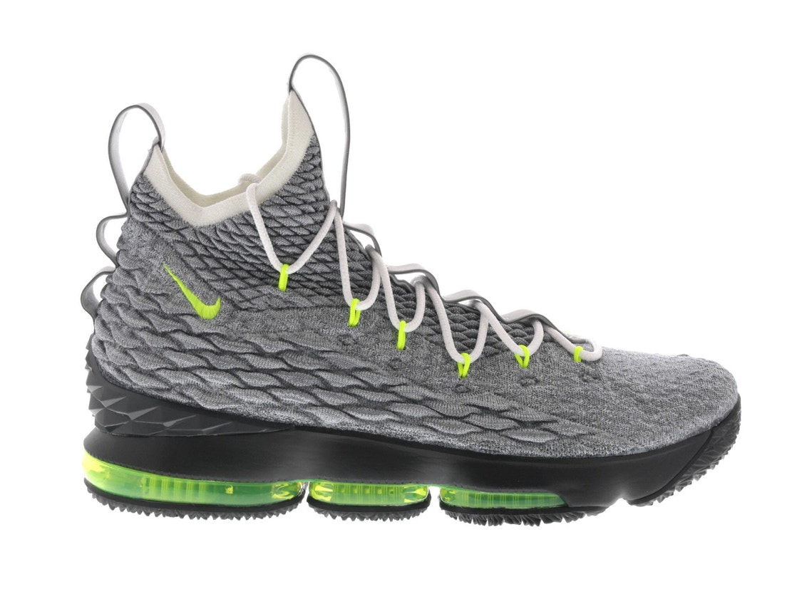 timeless design 7d2e6 3bf84 LeBron 15 Air Max 95